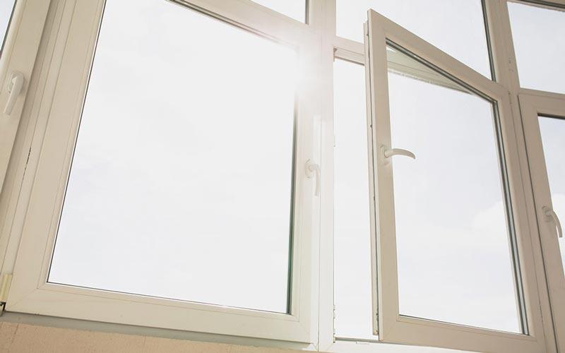 Wie wählt man die besten Fenster für das Haus aus, welche Parameter sollten berücksichtigt werden? | Gutscheincode oder Rabatt sichern!